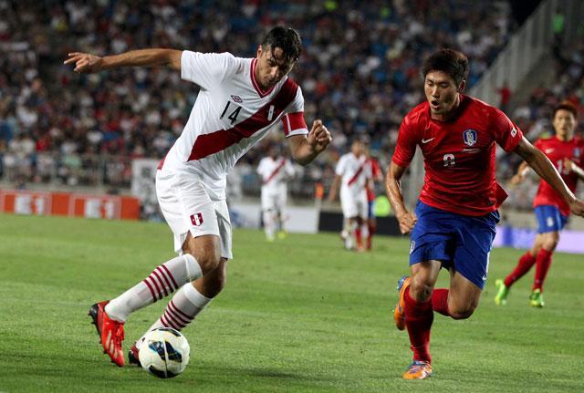 Claudio Pizarro corrió todo el partido pero no estuvo fino (Foto: La República).