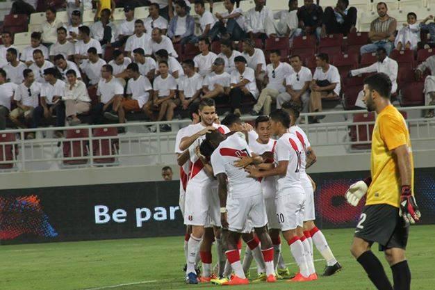 El defensa Callens viene anotando goles en dos partidos consecutivos  (Foto: @Seleccion_Peru).
