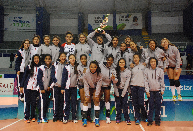 Esta vez le tocó el turno a las menores, consagrándose campeonas de la LNSV (Foto: Alejandra Quintos y Andy Yaurimu / Taller de Fotografia USMP/ Aficionline.com).