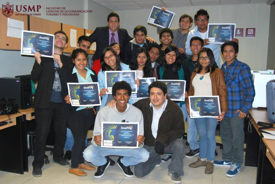 Equipo de Aficionline que ganó el premio al 'Mejor blog deportivo del Perú' en el evento Social Day en el 2013.
