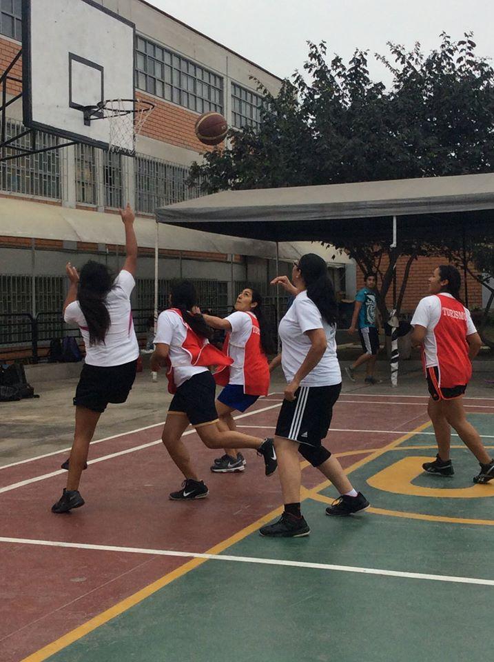 El básquet también se jugó en el inicio de la Semana de Integración 2015 USMP. (Foto: Sandra Ramirez / Aficionline.com)