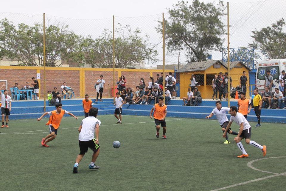 La Semana de Integración inició desde muy temprano con los encuentros de fútbol en la categoría hombres y mujeres. (Fotos: Gabriel Barreto / Aficionline)