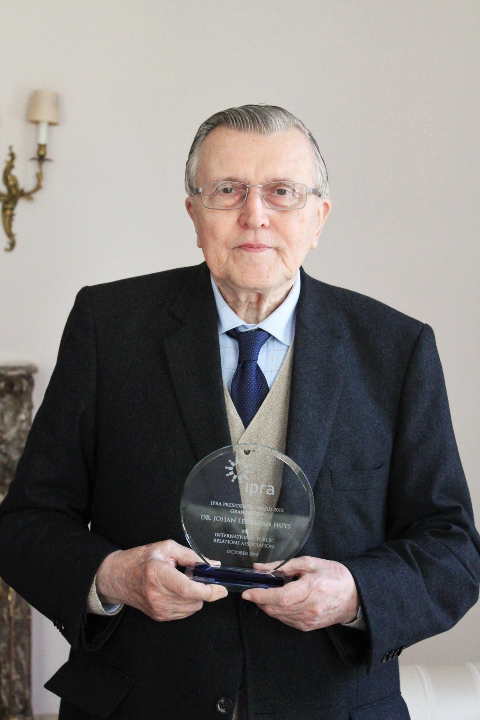 DR. JOHAN LEURIDAN HUYS